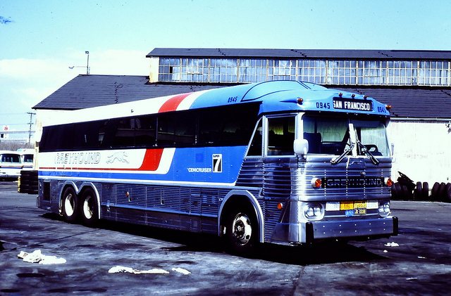 Greyhound bus 0945 (MCI MC-7)
