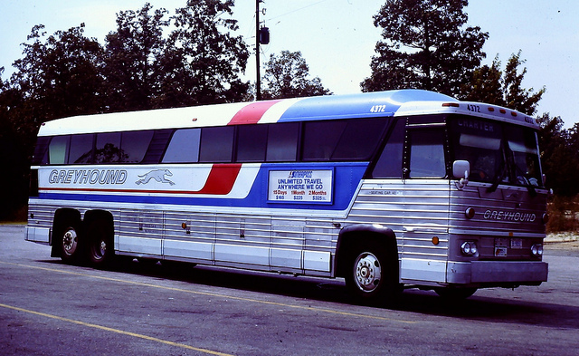 Greyhound bus 4372 (MCI MC-8)