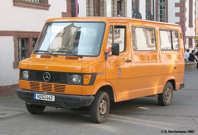 Mercedes Benz 208 D Kleinbus-Kombi