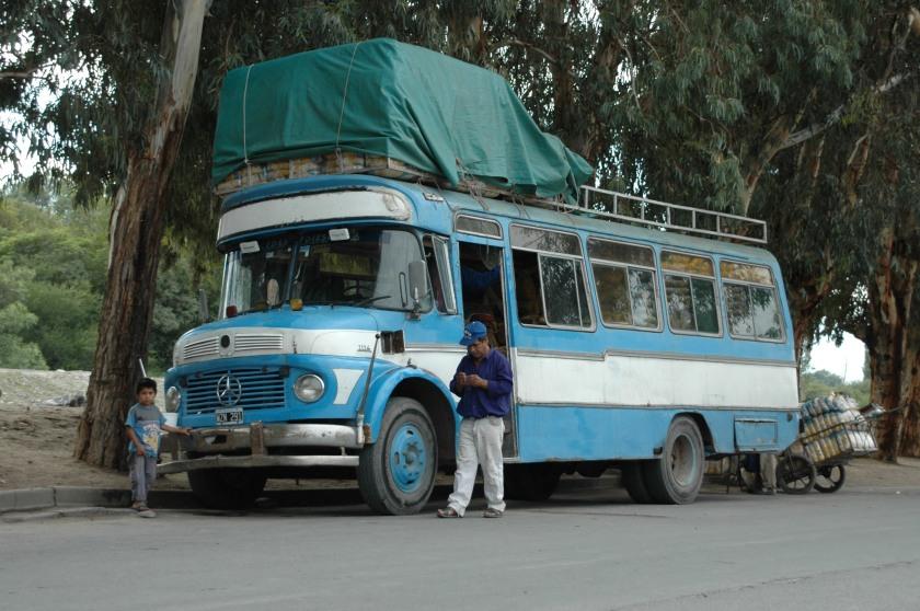 Mercedes Benz Blauw witte bus Argentinië