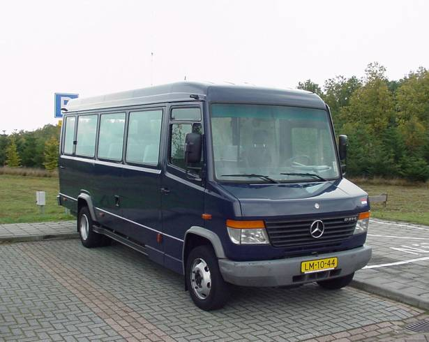 Mercedes Benz bus 19 persoons LM1044