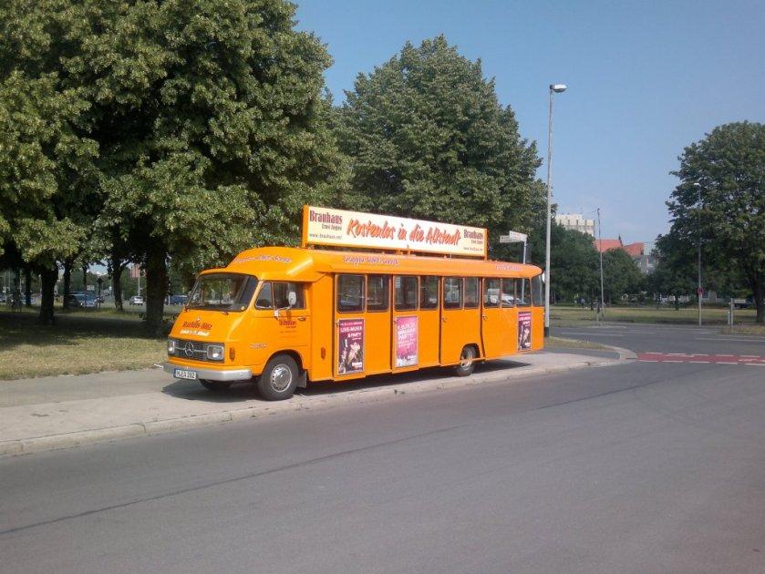 Mercedes Benz Bus, als Zubringer zum Brauhaus in Hannover a