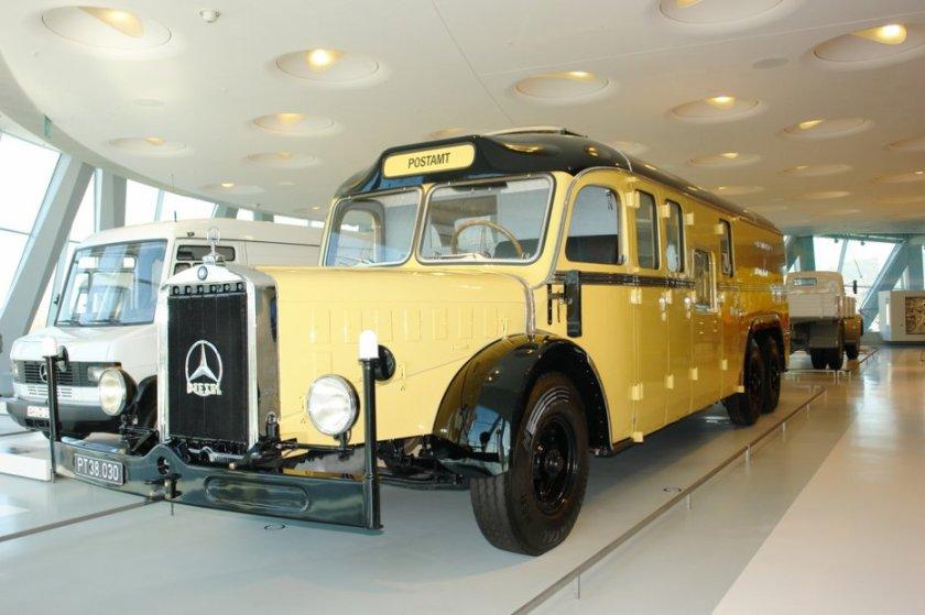 Mercedes Benz des années 35 affecté pour la poste Allemande