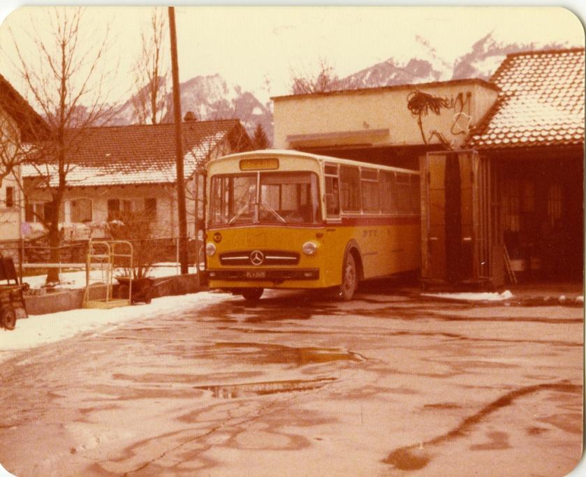 Mercedes Benz postbus uit Liechenstein. Het kenteken met FL = Fürstentum Liechtenstein