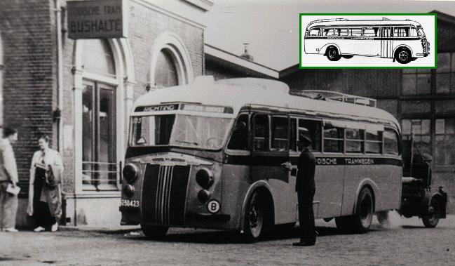 Mercedesbus voor het stationsgebouw Hilversum
