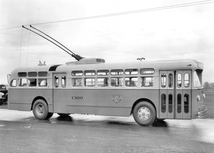 MH Cincinnati trolley bus 1300