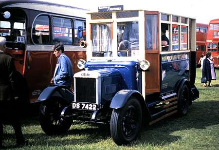 1926 Morris Commercial 1 Ton vehicle, with B10D body by Harris of Clanfield DS-7422