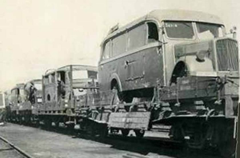 1940 Opel blitzbus damaged-ontrain
