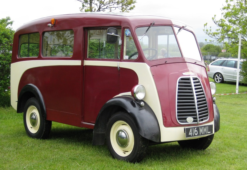 1952 Morris J-Type with extra side windows