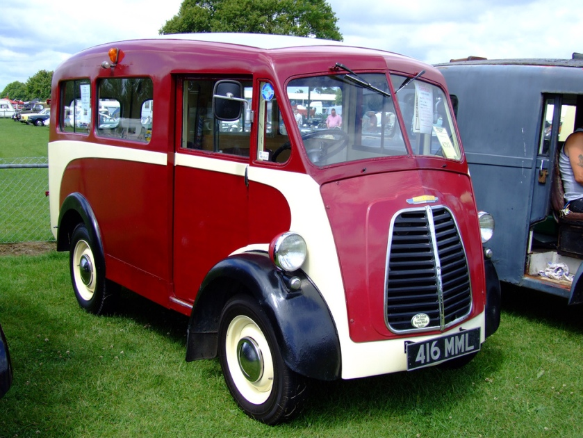 1954 Morris J type mini bus
