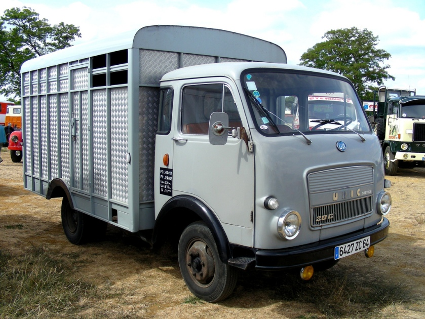 1976 OM-UNIC 20C Van à chevaux