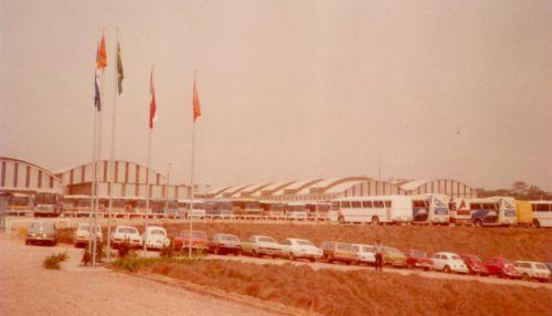 1981, mostra o pátio da Carrocerias Nielson, atual Busscar