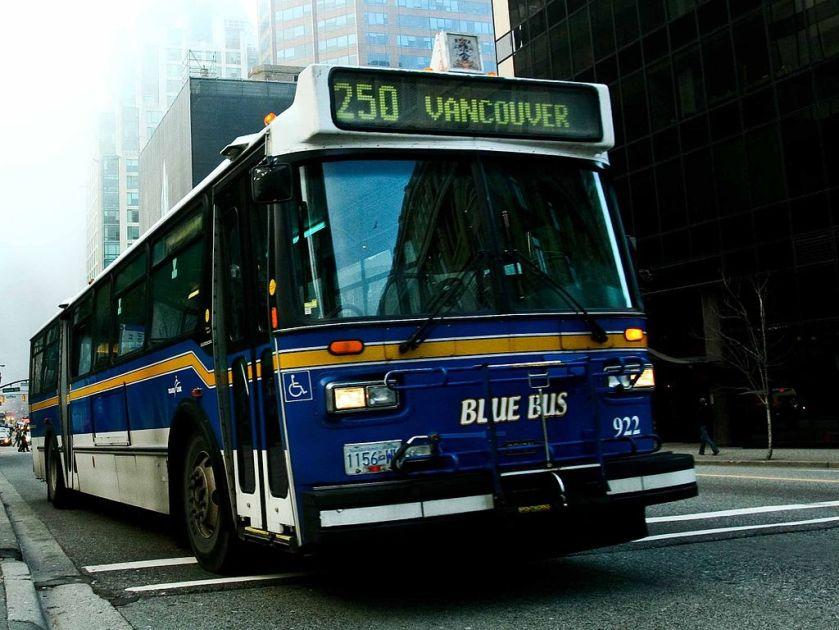 2 West Vancouver Blue Bus 922 clip