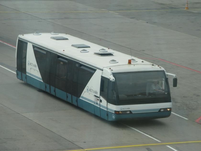 Auwärter Neoplan-Vorfeldbus auf dem Flughafen Moskau-DomodedowoAirfield Shuttle, Domodedovo Airport