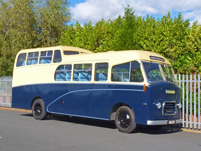 Morris Band Bus 14 LFC 01