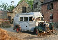 Morris-Commercial-Ambulance-early-camper-conversion-solid-vehicle
