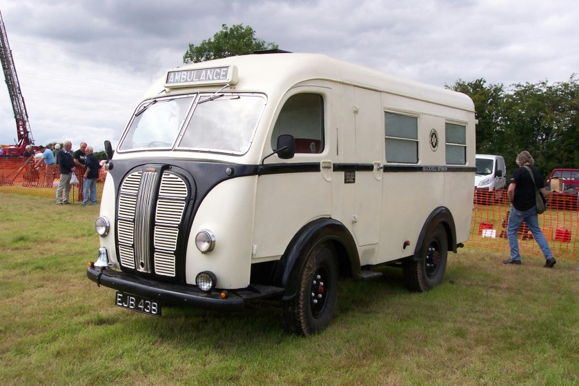 morris-commercial-ambulance-ejb-438