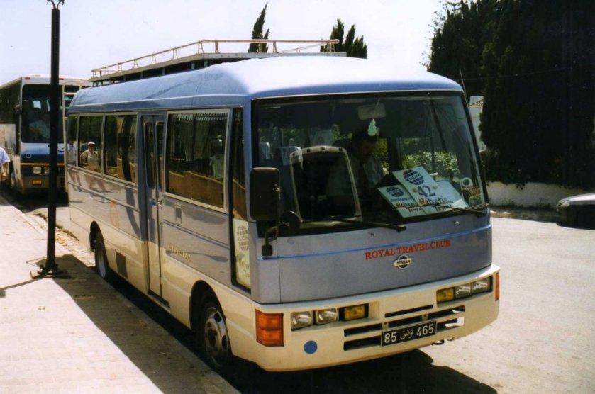 Nissan Civilian, aufgenommen im Mai 1999 auf Dscherba
