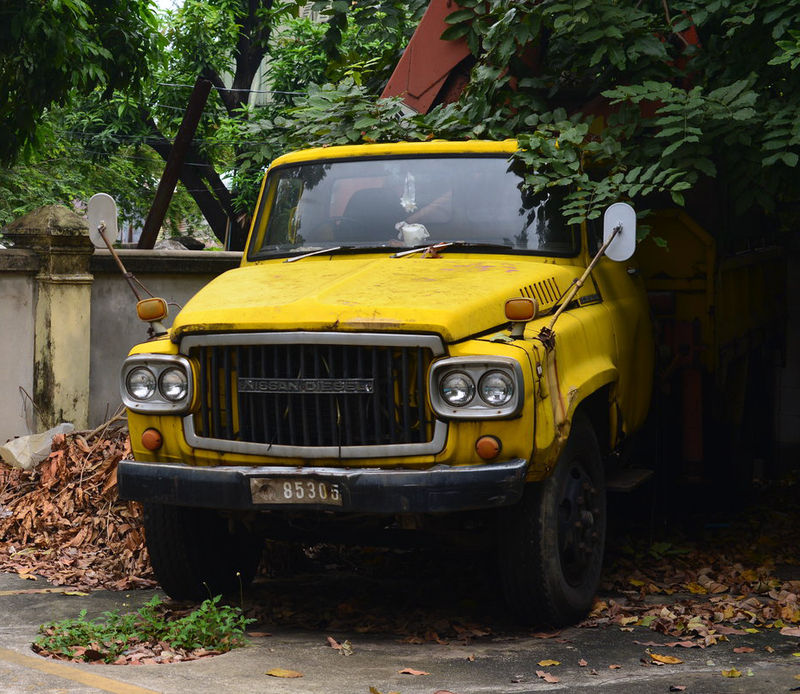 Nissan Diesel 780 in Bangkok, decaying