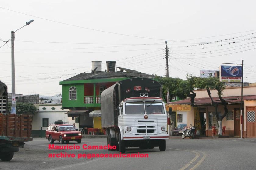 pegaso mofletes 3 ejes Colombia
