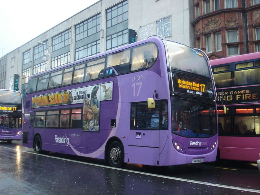 02 Reading_Buses_221_on_Route_17,_Reading_(11528476093)