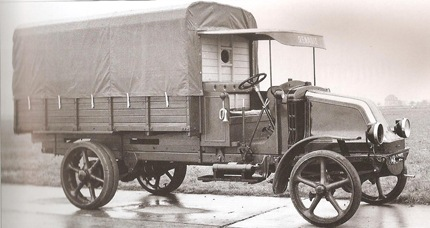 1909 Renault-Trucks 01