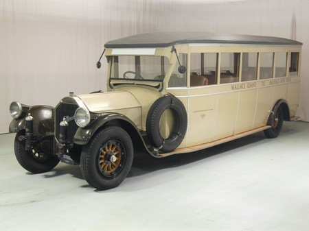 1919 Pierce-Arrow inter-city 17-passenger bus