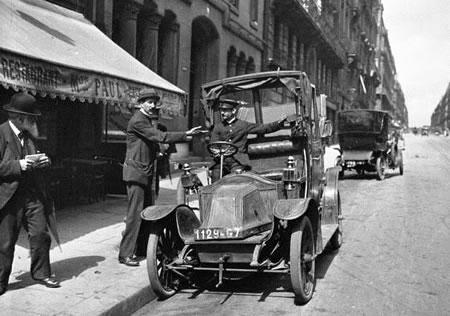 1919 Taxi Renault tipo AG en Paris
