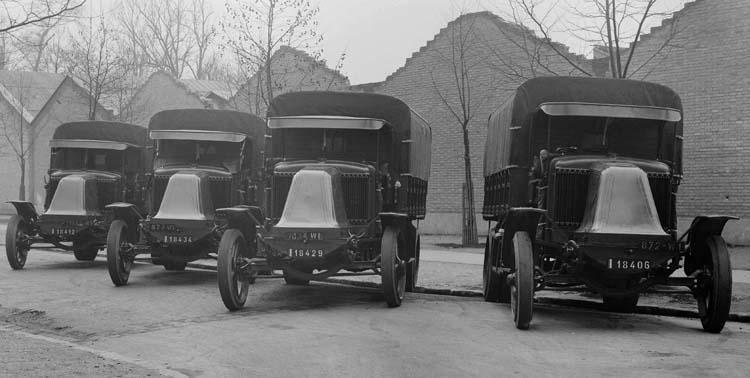 1924 Renault camions-anciens-renault-plateau-bache-big