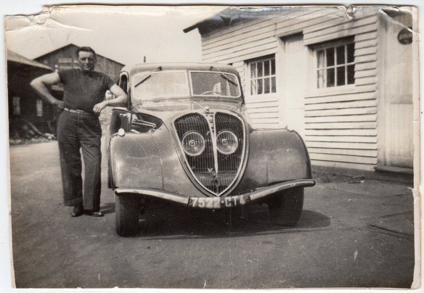 1935 Peugeot 402 met Jerommeke