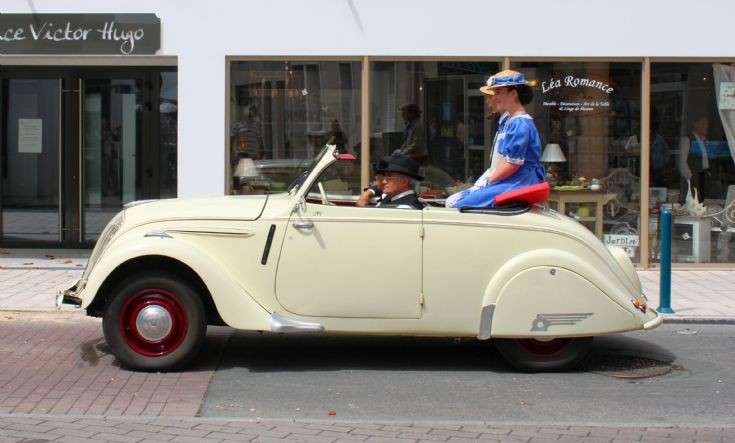 1940 Peugeot 202 4-door sedan continental classic
