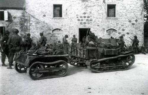 1944 Renault UE Infantry tractor with small four-wheel tracked trailer.