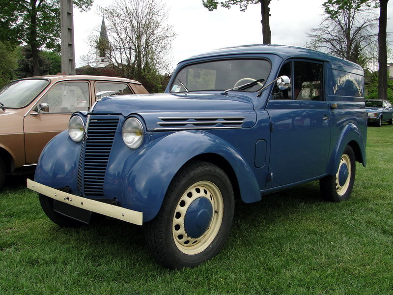 1945-56 RENAULT Juvaquatre Fourgonnette Tolee