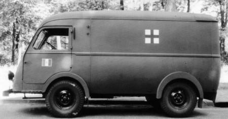 1945 komt de Renault met een lichte vracht-bestelwagen met een laadvermogen van 1000kg