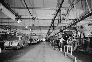 1946 stamboom fabricage 4cv en juvaquatre dauphinoise