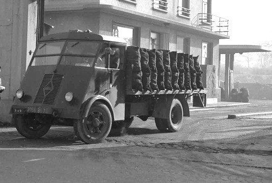 1947 RENAULT AHS