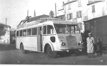 1950 Renault 215 D des CP en gare de St-Tropez