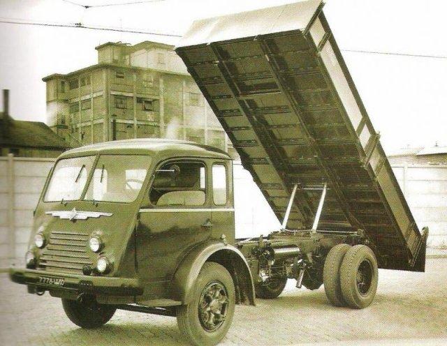 1951 Renault 4220 en benne Marrel