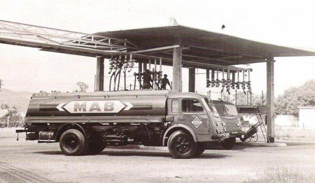 1953 Renault 4144 pétrolier de l' ancienne marque MAP toujours