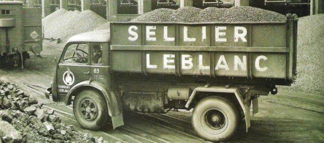 1953 Renault charbonnier en chassis court de SELLIER - LEBLANC