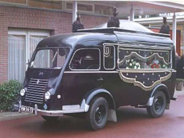 1953 Renault Goelette lijkwagen (2)