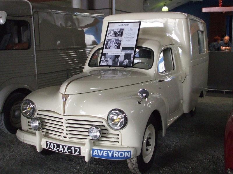 1955 Peugeot 203 fourgon ambulance suri Decazeville