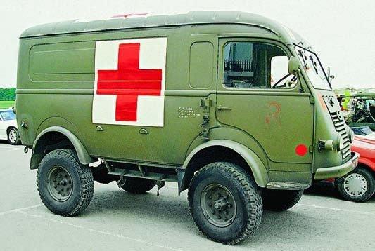 1955 Renault R-2087 ambulance, 4x4