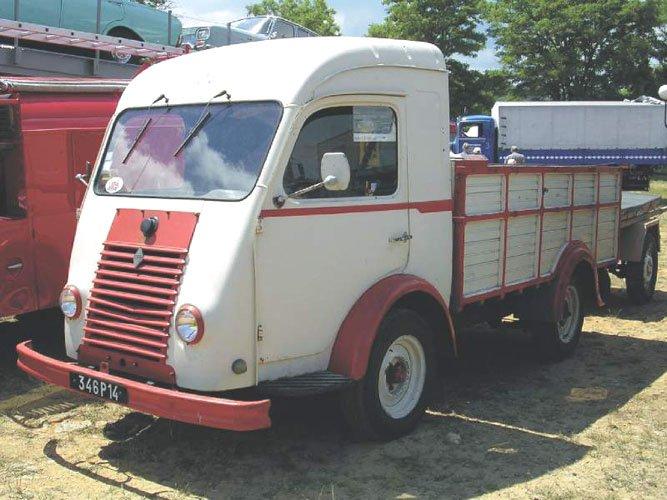 1958 RENAULT R 2067 GOELETTEy