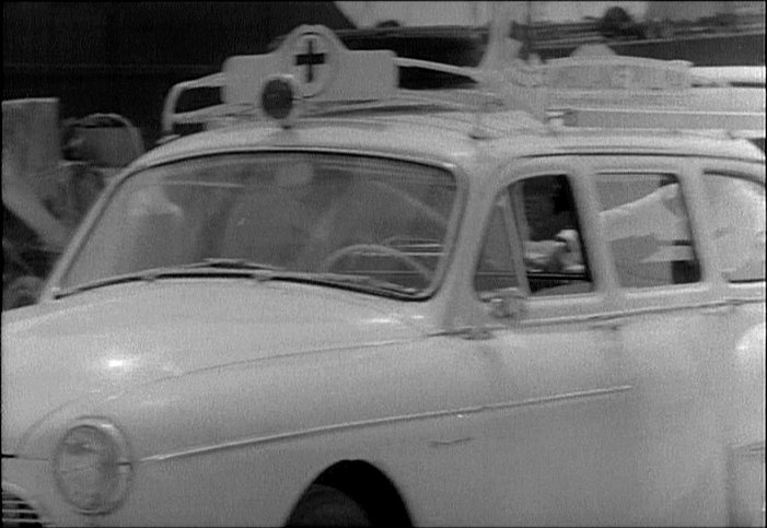 1959 Renault Manoir Transfluide in L'abominable homme Ambulance