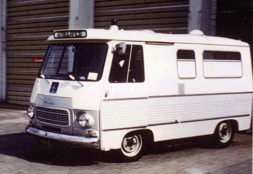 1967 Peugeot J7 ambulance carrosserie Visser standplaats Schiphol 70-74-DJ