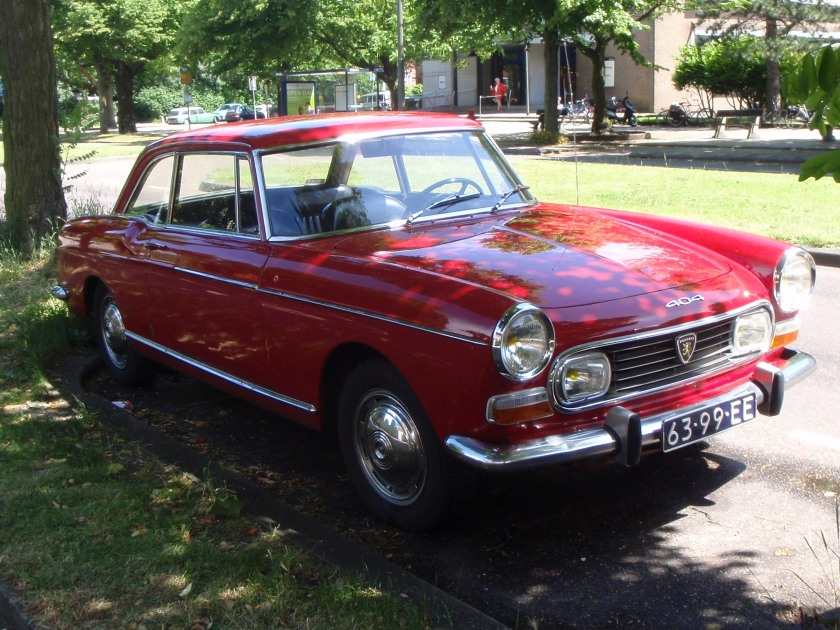 1972 peugeot 404 injection Prachtige Ferrari rood gespoten (2)
