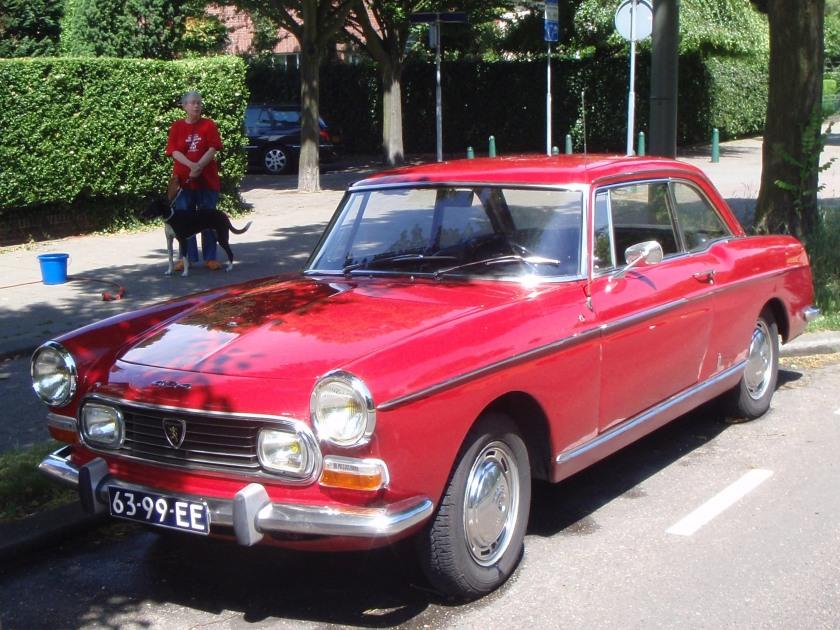 1972 peugeot 404 injection Prachtige Ferrari rood gespoten