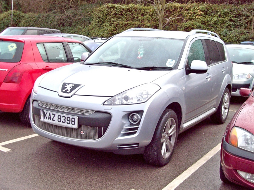 2007-on Peugeot 4007 Engines 2.2 Turbo Diesel or 2.4 Petrol Marketed as a compact crossover SUV