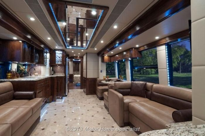 2009 The Oasis motorhome by Outlaw Coach is built out of a Prevost H3-45